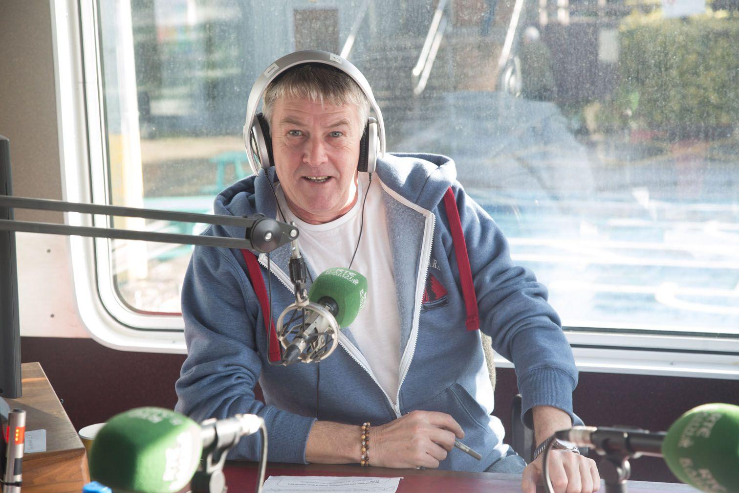 SLán:Máirtín Tom Sheáinín, a chuir gliondar ar éisteoirí Raidió na Gaeltachta le 31 bliain anuas