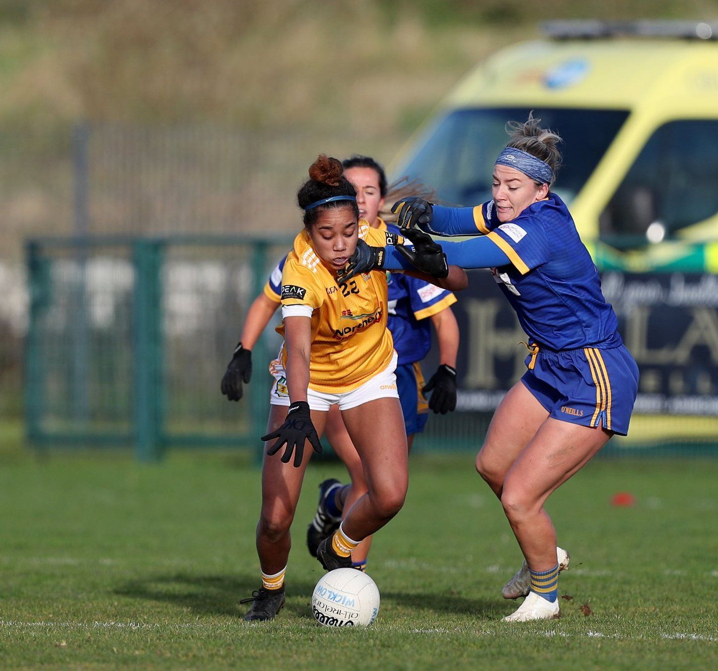 Lara Dahunsi gets to the ball first despite Wicklow challenges