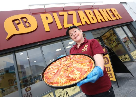 Cropped pizzabaker 041507jc20