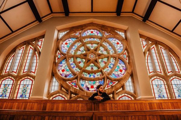 Cropped redeemer   rose window