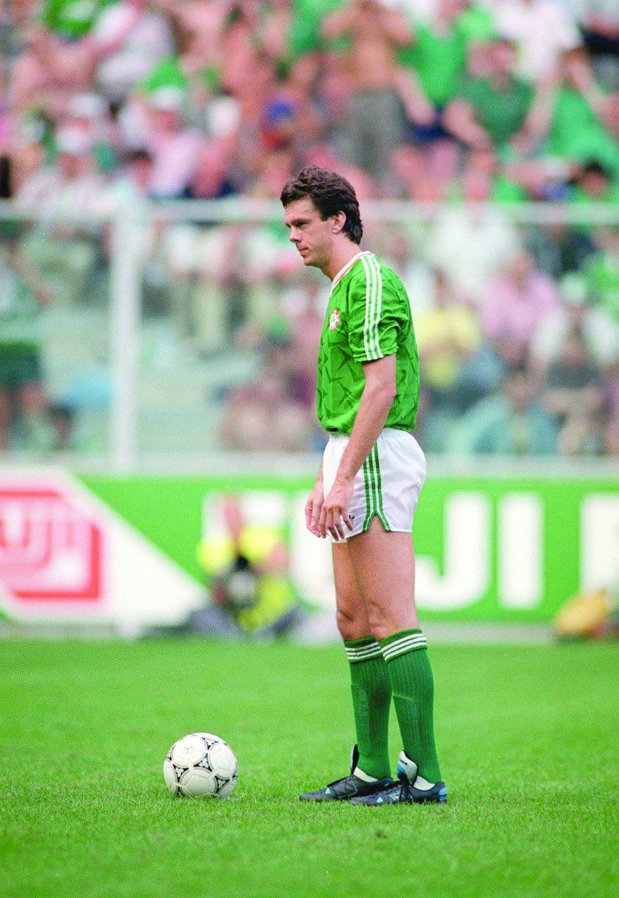 David O'Leary before he scored the winning penalty kick in the shootout against Romania in the Round of 16 game at Italia '90