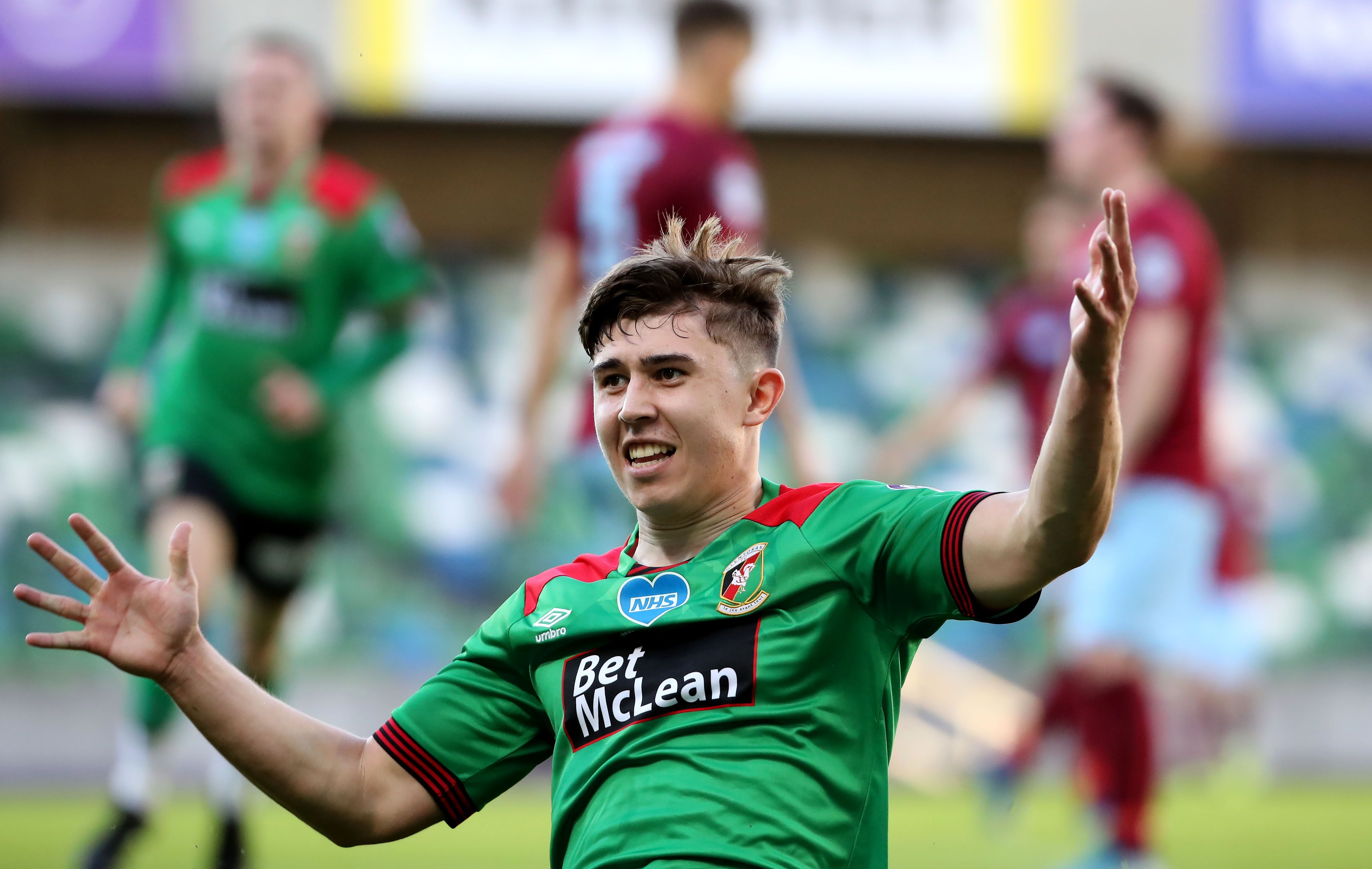 Paul O'Neill will return to The Oval to face his old club having made the switch to Cliftonville on Sunday as part of a deal that saw Conor McMenamin head in the opposite direction