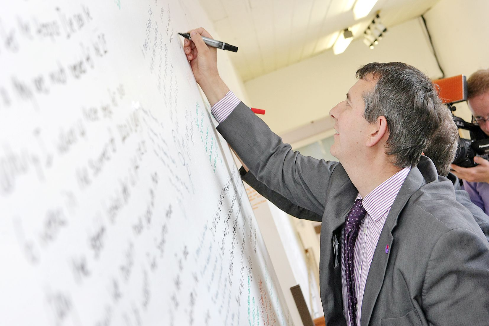 ""\'DOUR AND UNCHARISMATIC"""": Edwin Poots bidding for DUP leadership""1654|1103|?|en|2|7808b99199565dd7f8fc79413bc1f385|False|UNLIKELY|0.28405311703681946
