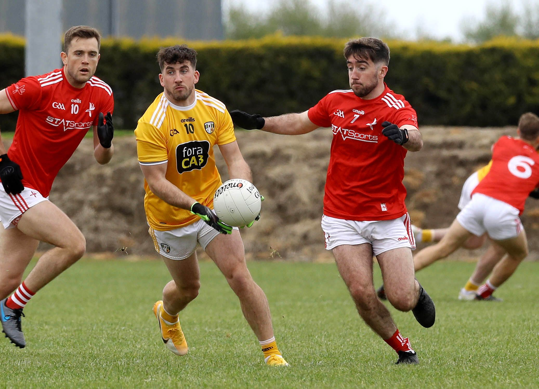 Antrim\'s Ryan Murray hit what proved to be the winning point deep into injury-time as the Saffrons made a winning start to their Division Four campaign against Louth