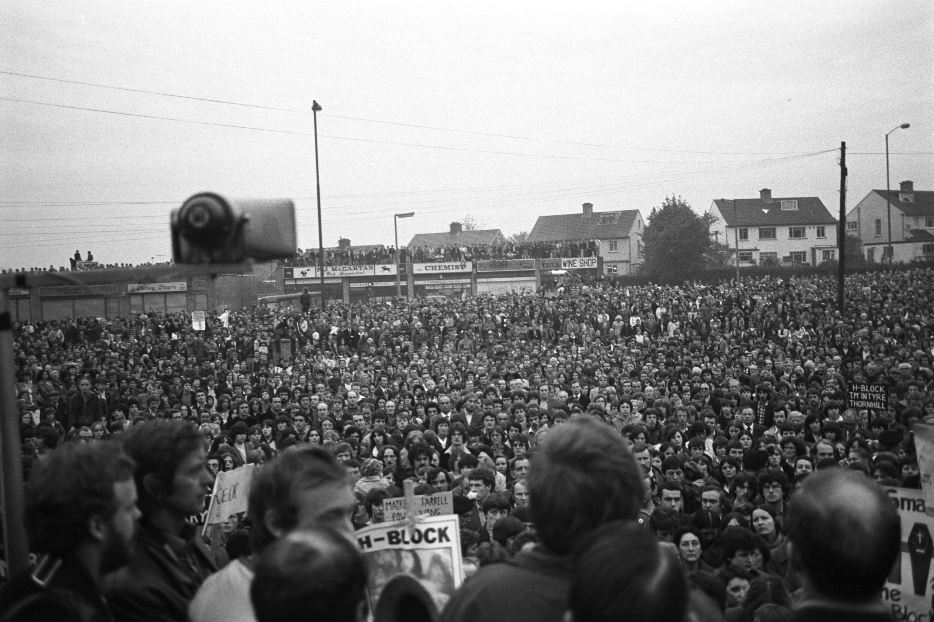 ""\""""BRITAIN RESPONSIBLE FOR IRELAND'S MISERY"""": A protest supporting H-Block hunger strikers  in October 1980.""3081|2052|?|en|2|62c16cba07017ec55b0fad0abf75a3df|False|UNLIKELY|0.30297207832336426