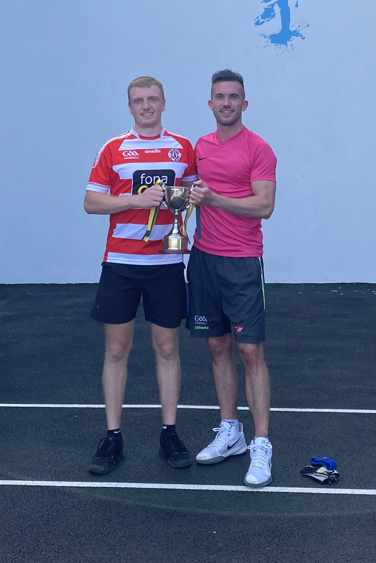 Beaten finalist Jordan O'Neill with winner Conor McElduff