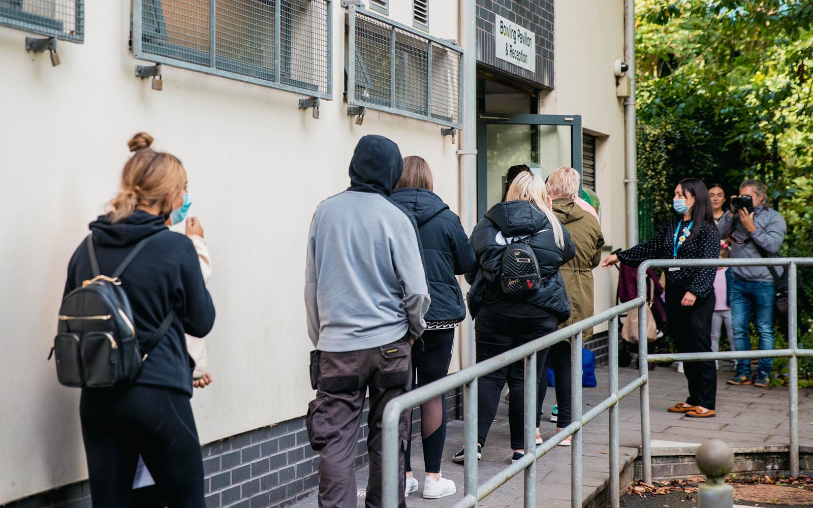BOLD LEADERS: Queuing up to get vaccinated for Féile 2021
