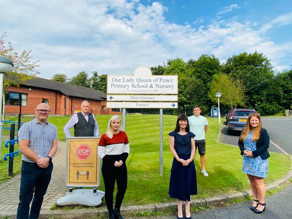 TRAFFIC CALMING: Infrastructure Minister Nichola Mallon met with local Sinn Féin representatives and Our Lady Queen of Peace Principal, Miss Dougan