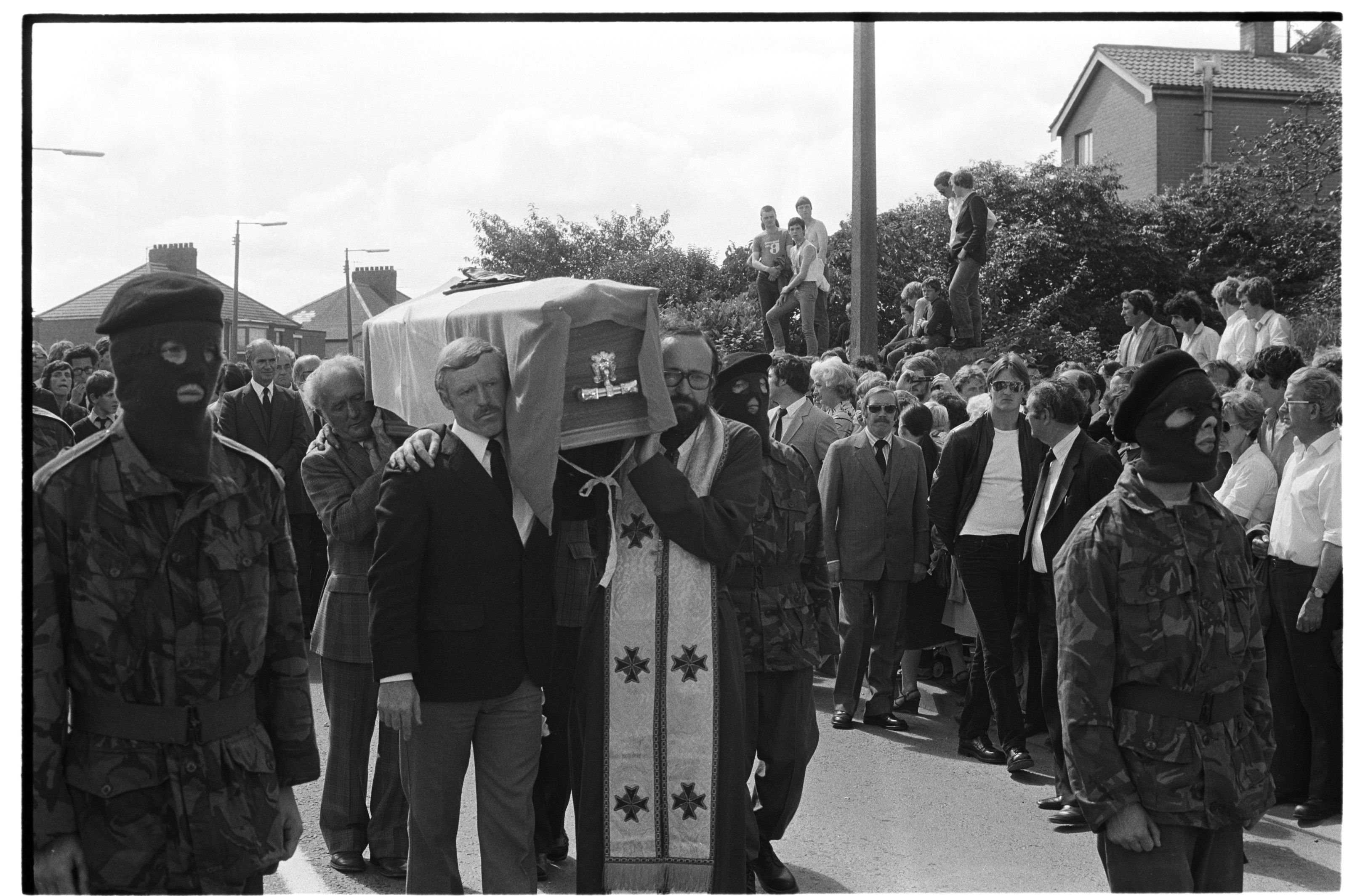 ÓMÓS: Monsignor Ó Ceallachain from Toronto helps shoulder Kieran Doherty's coffin.