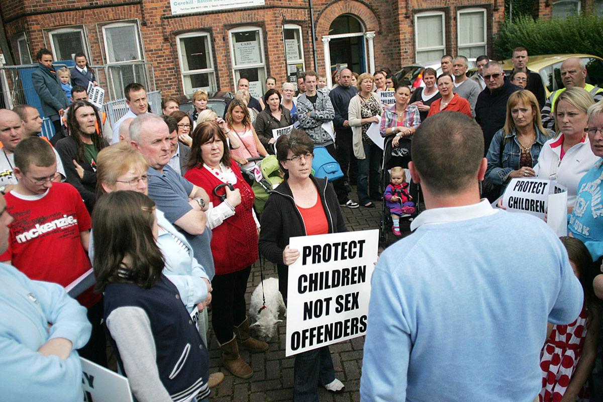 Thompson house protest 08