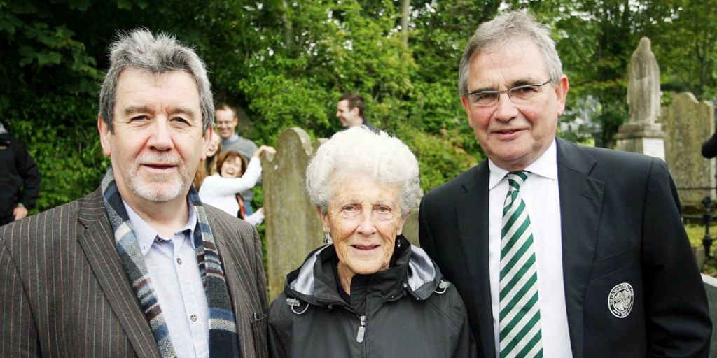 Belfast Celtic Society Chair Pádraig Coyle (left) is joined by Celtic FC Director Brian Wilson and Annette McWilliams, daughter of Mickey Hamill