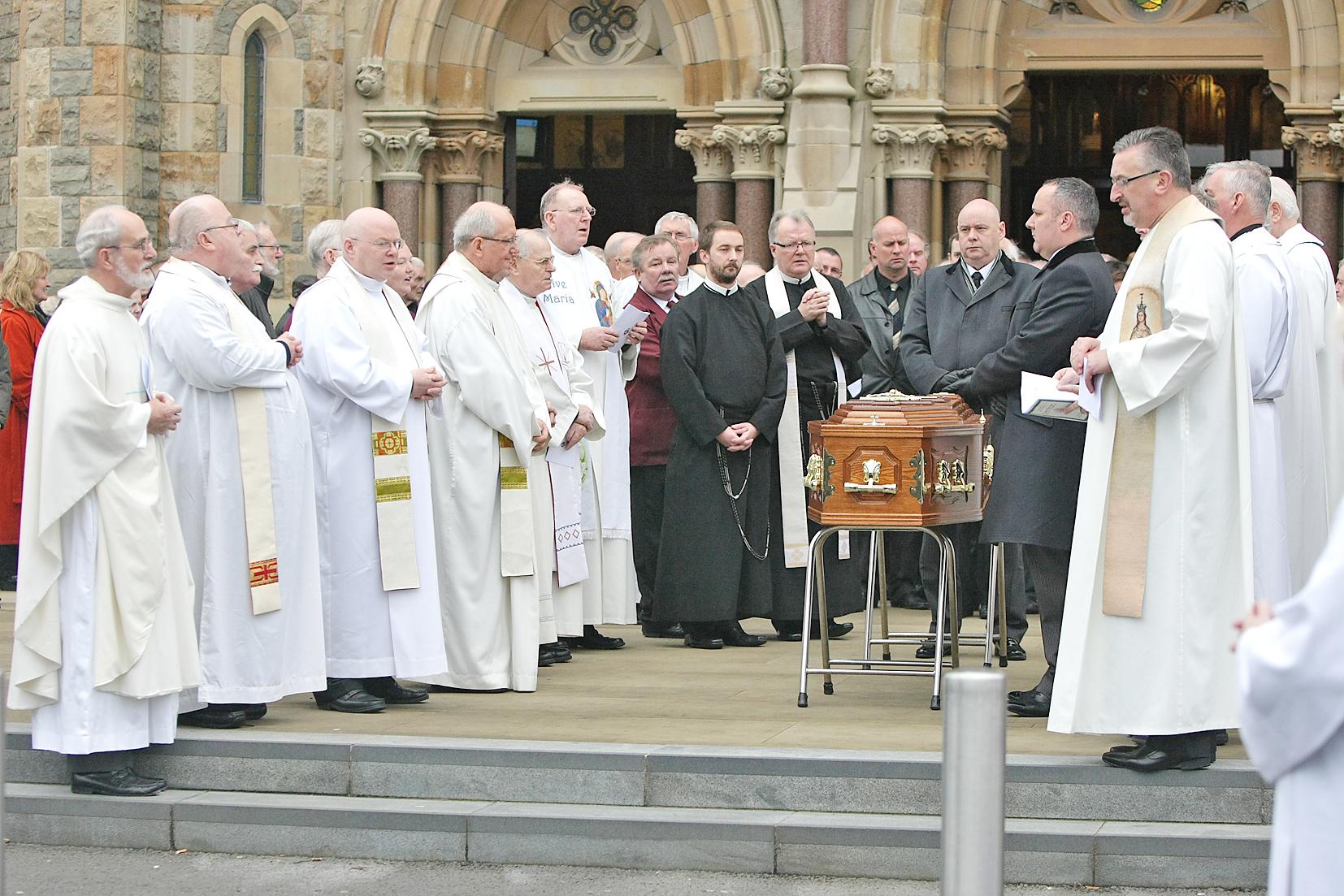 Fr alec reid funeral clonard 182711mj13