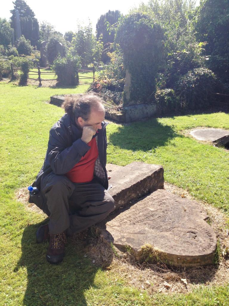 Séamas Mac Annaidh visits two cemeteries in Belfast