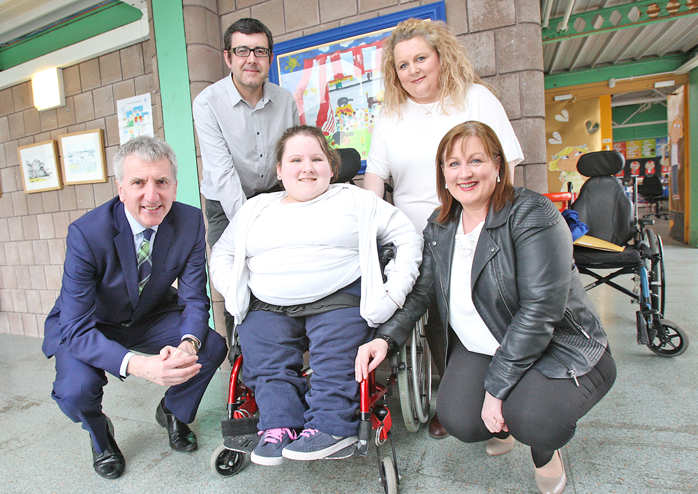 Hannah Black at Fleming Fulton with Marian Bradley (right), Fleming Fulton Board of Governors, Máirtín Ó Muilleoir MLA, who is urging education authorities to get their act together, and her parents Stephen and Fionnuala