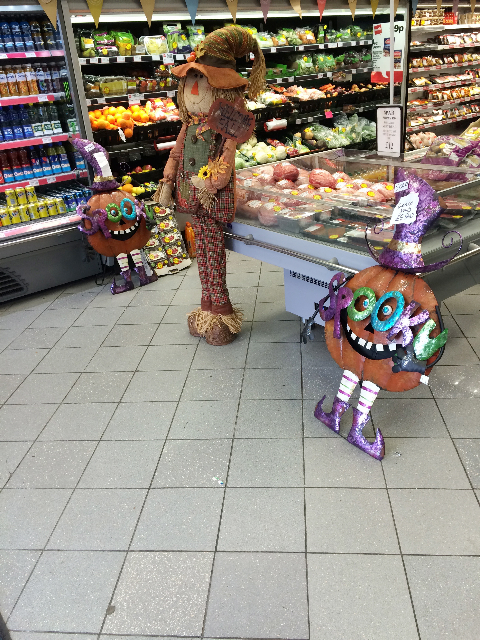 - It's all happening on the Shaws Road. The Spar next to the outdoor laundrette had a Halloween display when Squinter paid a visit last week. Spooky is right…