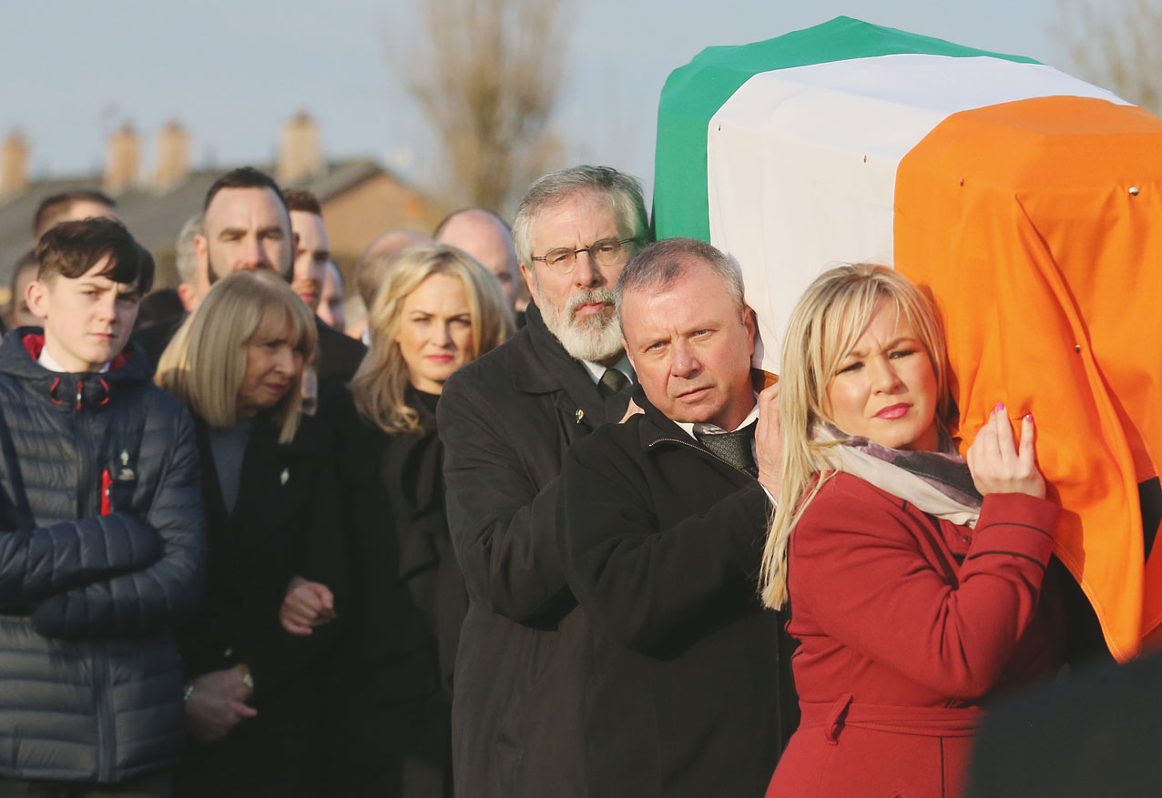 Gerry Adams and Michelle O'Neill shoulder the coffin of Martin McGuinness \n\n