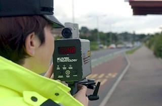118823 female officer operating speed camera 5jpg