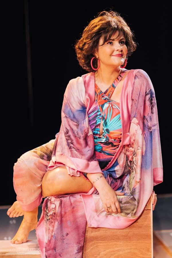 CHANGE:Tara Lynne O'Neill as Shirley Valentine