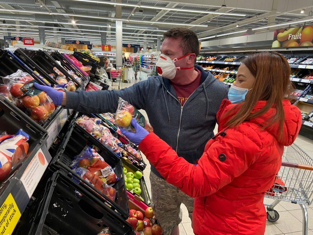 GALAR GAN TRÓCAIRE: Ag siopadóireacht i Sainsburys in Iarthar Bhéal Feirste